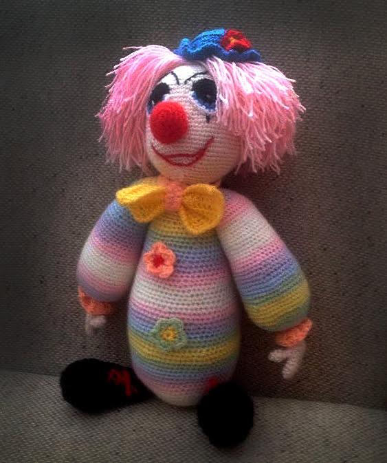 Pletená hračka klaun dúhový - Anna Mokrá | Hendikup