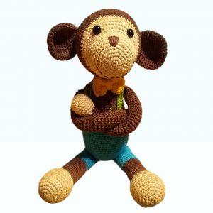 Pletená hračka hnedá opica v modrých trenkách - Maria Kostalova | Hnedikup
